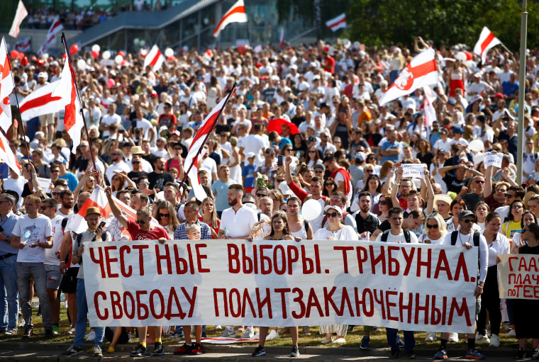 Image: Opposition supporters protest against presidential election results in Minsk