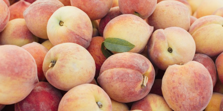 Image: Heap of peaches