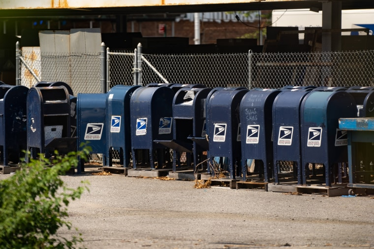 Image: Mayor De Blasio To Launch Investigation After NYC Mailboxes Removed By USPS