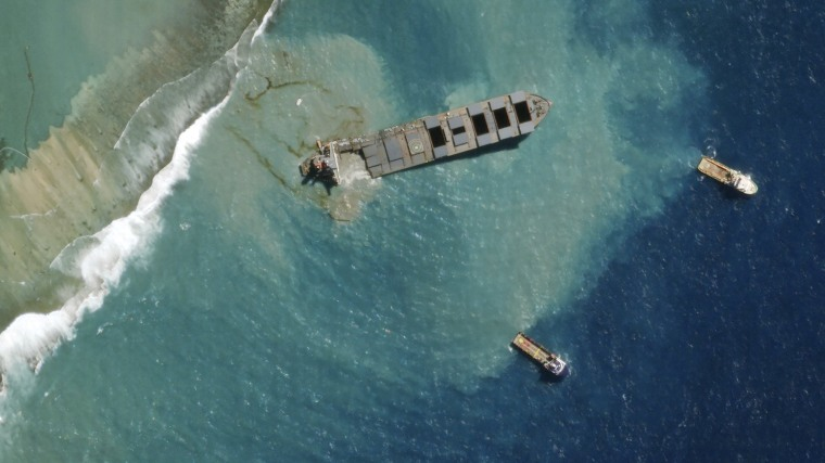 Image: Mauritius oil spill