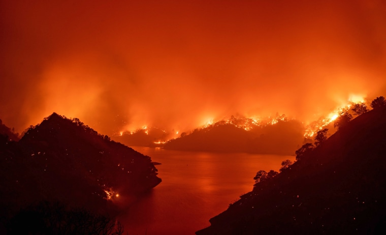 Image: TOPSHOT-US-CALIFORNIA-WILDFIRE-FIRE