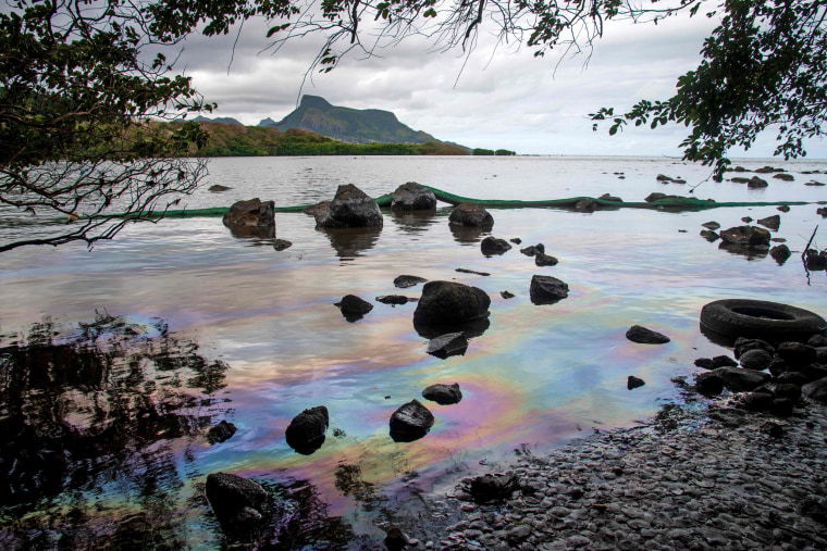 Image: MAURITIUS-ENVIRONMENT-DISASTER-OIL