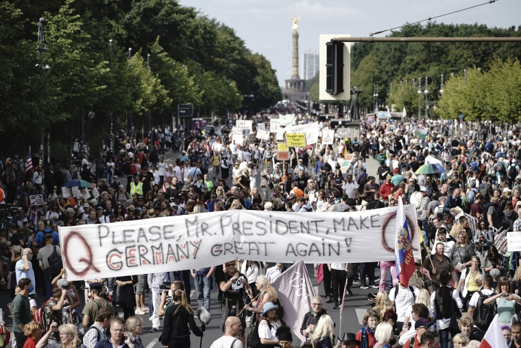 Image: Coronavirus skeptics and right-wing extremists march in protest against coronavirus