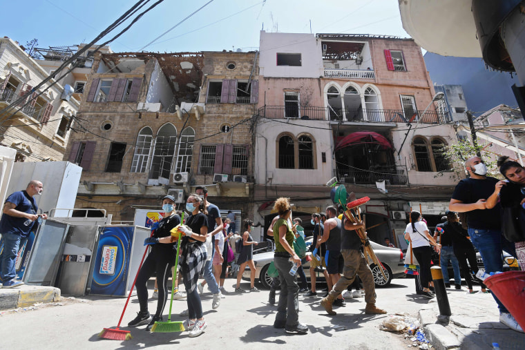 Image: Volunteers clear the rubble in the Gemmayzeh neighborhood of Beirut