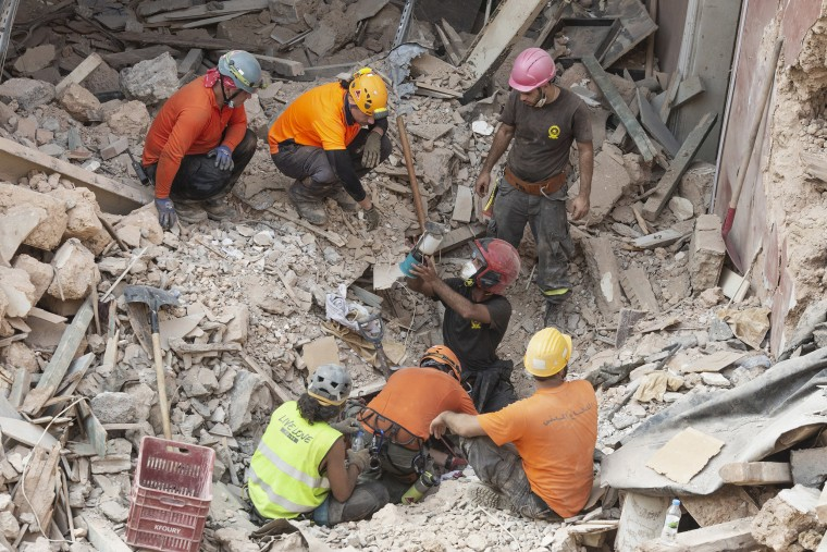 Image: Rescue workers in Beirut