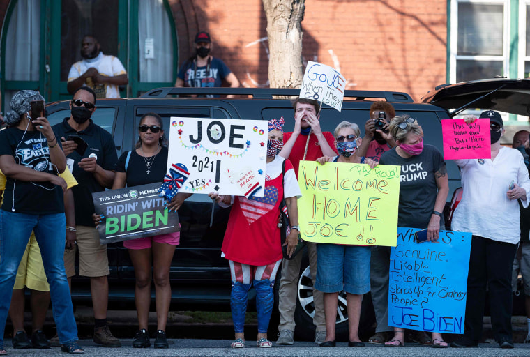 Image: Supporters of Democratic Presidential Candidate Joe Biden stand outside the AFL-0CIO headquarters in Harrisburg, Pennsylvania
