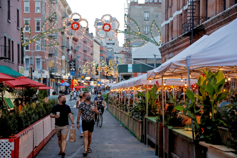 Image: FILE PHOTO: FILE PHOTO: New York City Mayor Bill de Blasio announced 21 more locations for outdoor dining options as part of a city initiative in Manhattan, New York