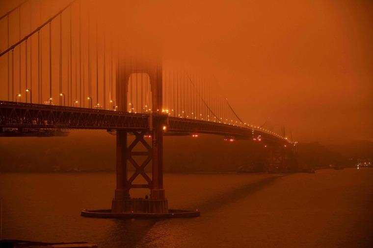 Image: Golden Gate Bridge, Smoke from wildfires