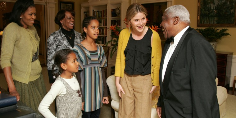 LB, Jenna, Barbara and GWB welcome Michelle Obama, her mother, Marian Robinson, and her children Malia and Sasha to a tour of the White House   Tuesday, Nov. 18, 2008 in Washington, D.C.