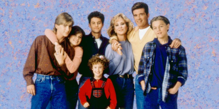 GROWING PAINS, back row: Jeremy Miller, Tracey Gold, Kirk Cameron, Joanna Kerns, Alan Thicke, Leonar