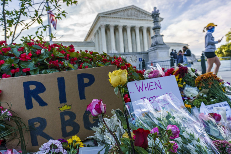 Image: People gather at the Supreme Court on the morning after the death of Justice Ruth Bader Ginsburg