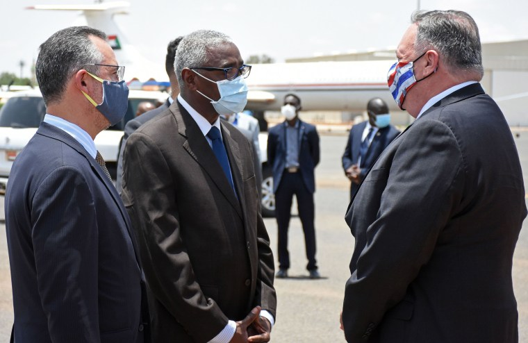 Image: Secretary of State Mike Pompeo (R) is welcomed by a Sudanese official in Khartoum, Sudan