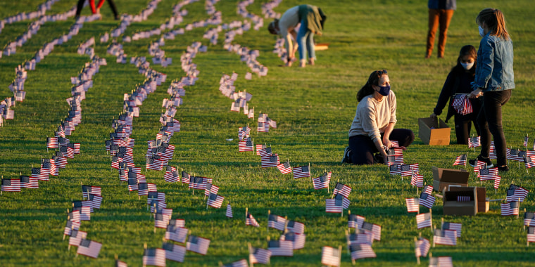 Image: 20,000 U.S. Flags Memorialize 200,000 Covid Dead Milestone On National Mall