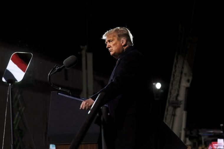 Image: U.S. President Donald Trump campaigns in Minnesota