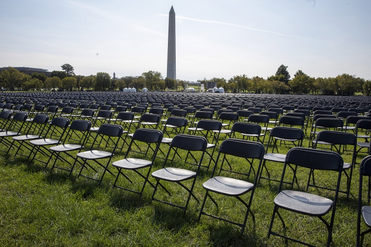 Image: Empty chairs are on display to represent the 200,000 lives lost due to Covid-19 at he National Covid-19 Remembrance on the ellipse, behind the White House