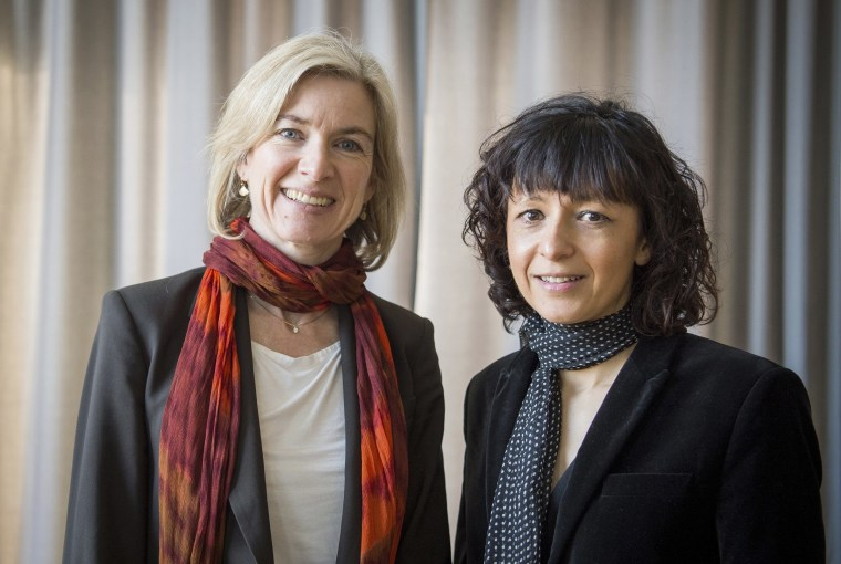 Image: American biochemist Jennifer A. Doudna, left, and the French microbiologist Emmanuelle Charpentier, right, Frankfurt, Germany.