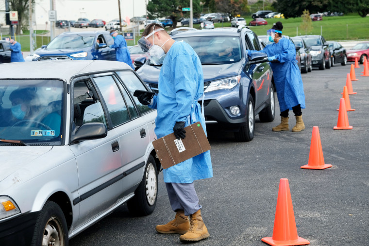 Image: FILE PHOTO: People line up to get COVID-19 tests in Milwaukee