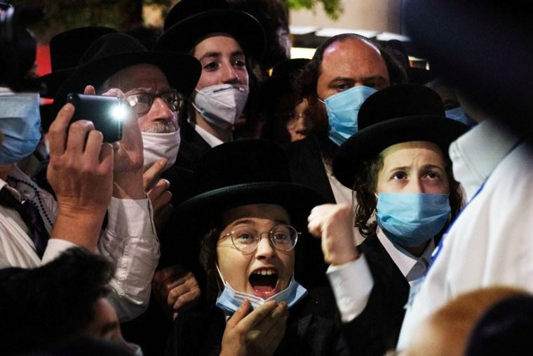 Image: Ultra-Orthodox Jews gather in Borough Park in New York