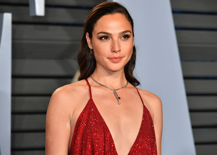 Image: Gal Gadot attends the 2018 Vanity Fair Oscar Party hosted by Radhika Jones at Wallis Annenberg Center for the Performing Arts.