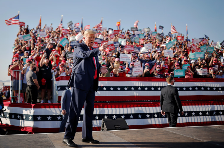 Image: President Donald Trump attends campaign event at Tucson International Airport