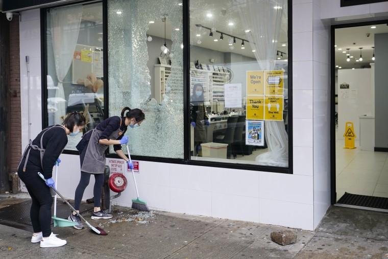 Image: Damaged storefron