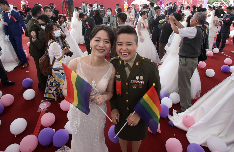 Image: Taiwan same sex military wedding
