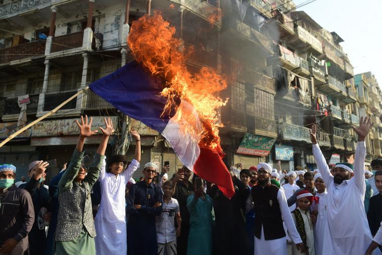 Image: *** BESTIX *** TOPSHOT-PAKISTAN-FRANCE-ATTACK-RELIGION-ISLAM