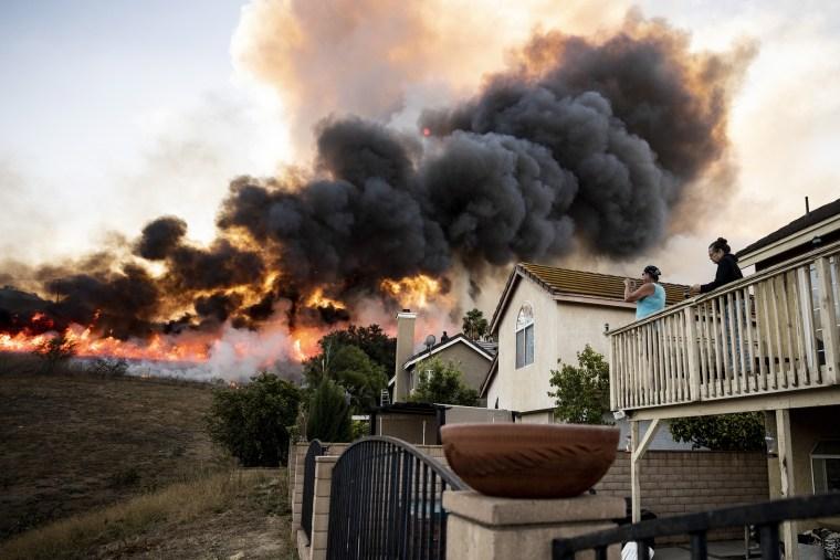 Image: Blue Ridge Fire burns in Butterfield Ranch