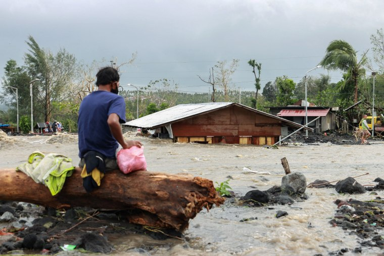 Image: Typhoon Goni aftermath in Albay province