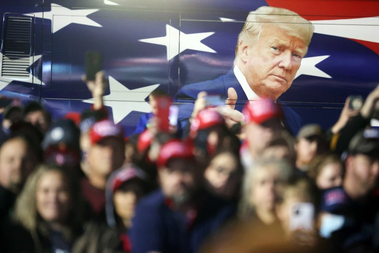 Image: Donald Trump Holds Campaign Rally In Georgia 2 Days Before Election