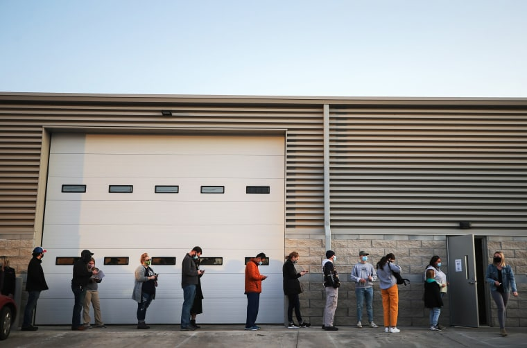 Image: Iowans Wait In Line At Polling Stations On The Last Day Of Early Voting