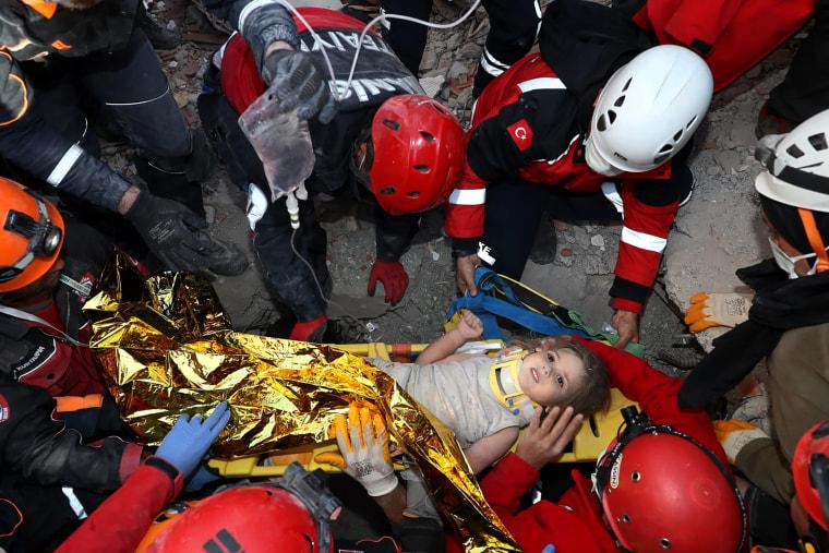 Image: TOPSHOT-TURKEY-EARTHQUAKE-RESCUE