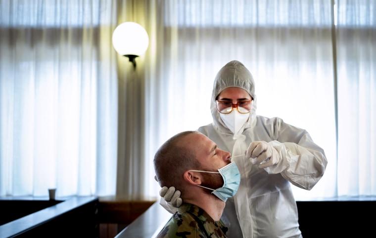 Image: SWITZERLAND-HEALTH-VIRUS-ARMY