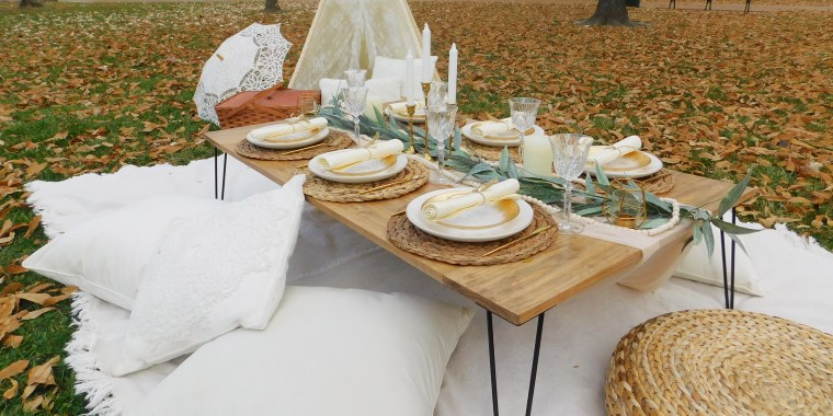 With indoor service at restaurants limited, entrepreneurs have discovered pop-up picnics are a fun way for people to gather outside.
