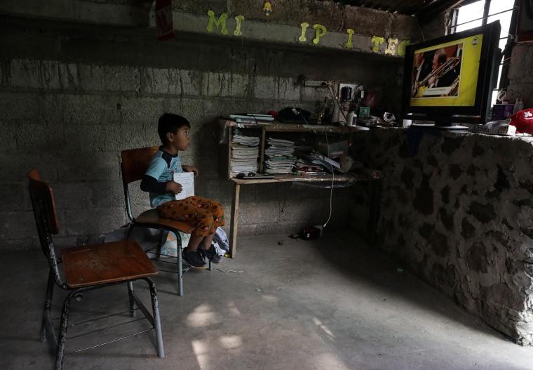 Image: Mexican students return to classes virtually, in Chilcuautla