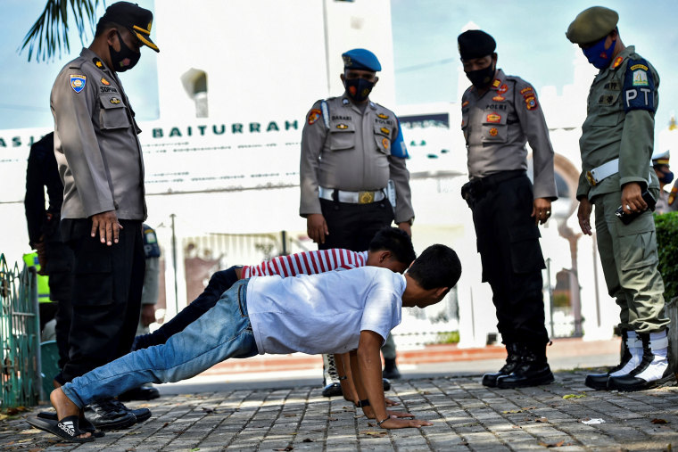 Image: TOPSHOT-INDONESIA-HEALTH-VIRUS