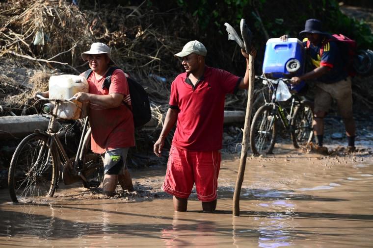 Image: HONDURAS-WEATHER-TROPICAL STORM-IOTA