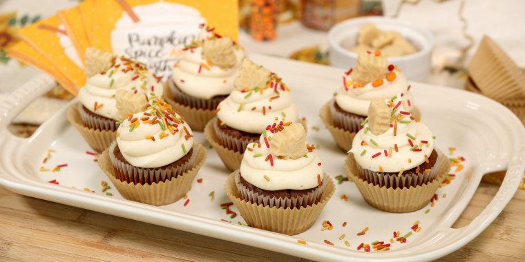Sandra Lee's Pumpkin Spice Maple Cupcakes