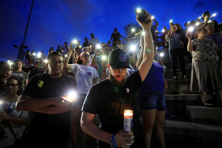 Image: Mourners take part in a vigil at El Paso High School after a mass shooting at a Walmart store in El Paso