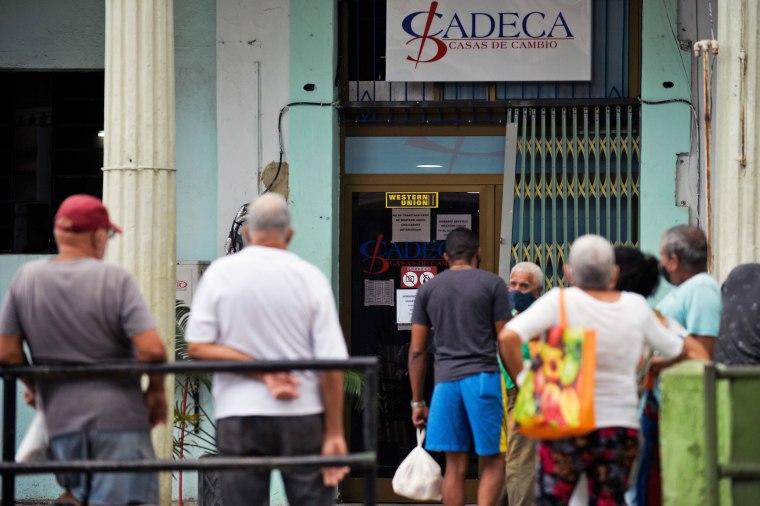Image: CUBA-US-EMBARGO-WESTERN UNION