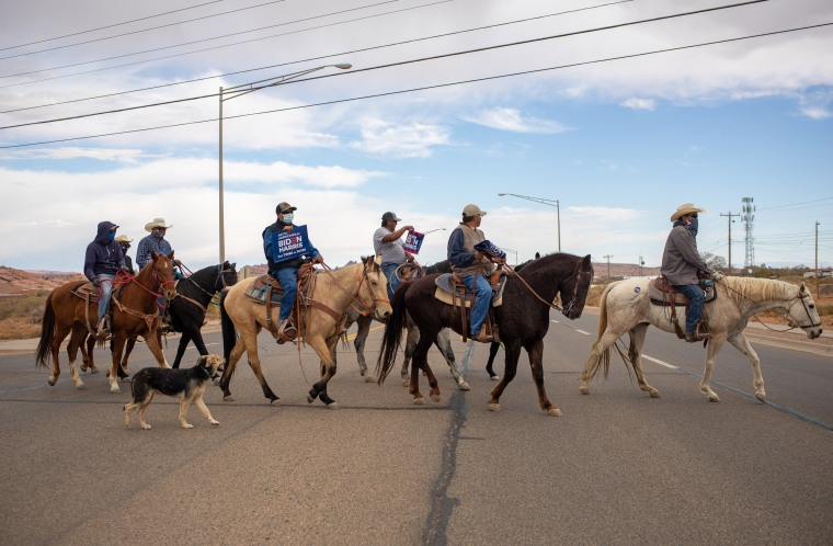 Image: Horse riders head to the polls in Kayenta, Ariz., Nov. 3, 2020. (Sharon Chischilly/The New York Times)