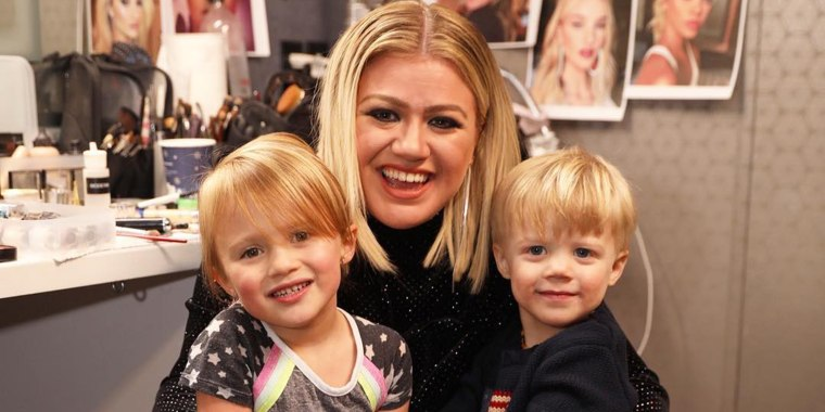 Kelly Clarkson, who's going through a divorce, was granted primary physical custody of her two kids earlier this month.