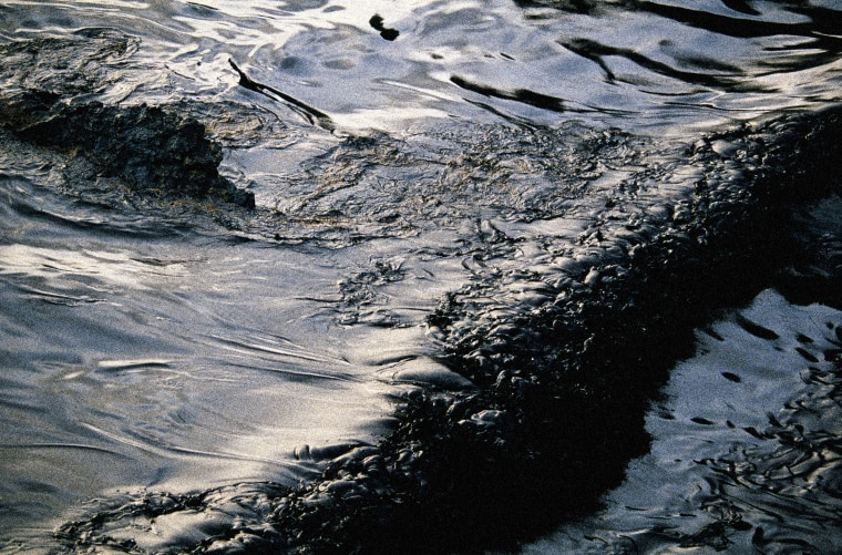 Image: Oil spill in the sea