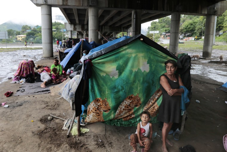 Image: Hurricane victims take refuge under a bridge in San Pedro Sula, Honduras,