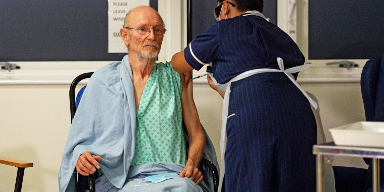 """""""Bill"""" William Shakespeare, 81, receives the Pfizer/BioNTech  COVID-19 vaccine at University Hospital in Coventry"""