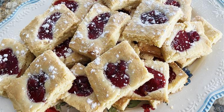 Gram Gram Lola's cherry pie bars were famous in Redditor Sierra's family.