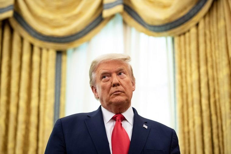 Image: us-politics-trump-medal-holtz-award