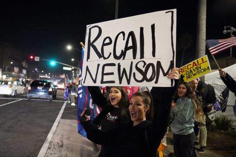 Image: Recall Newsom demonstrators