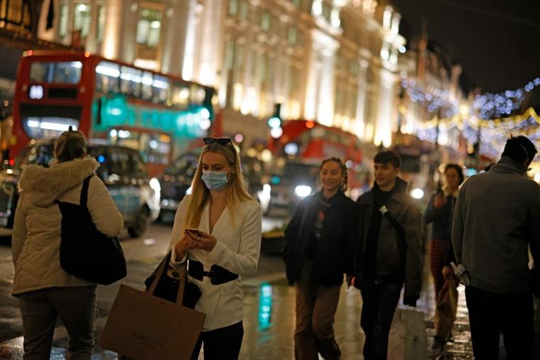Image: Regents Street Christmas shoppers