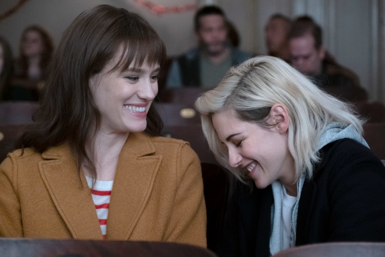 """Image: Kristen Stewart and Mackenzie Davis bring holiday cheer in the first trailer for the lesbian Christmas rom-com \""""Happiest Season.\"""""""